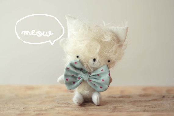 Nico pequeño gatito de peluche