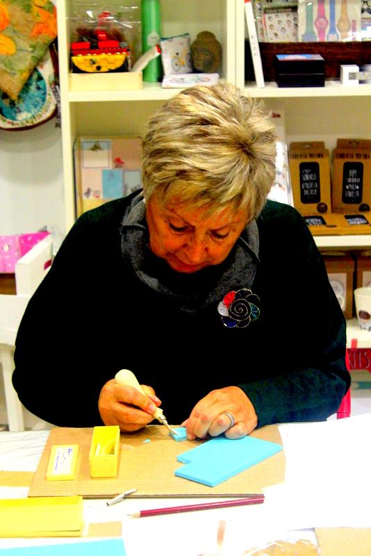 Xènia Crafts a Anuska Cardedeu Taller de carvat de segells-005