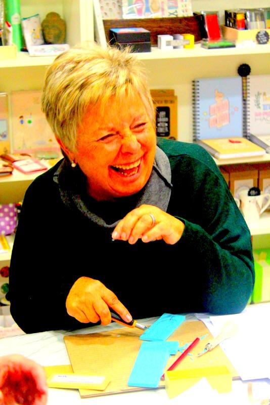 Xènia Crafts a Anuska Cardedeu Taller de carvat de segells-018