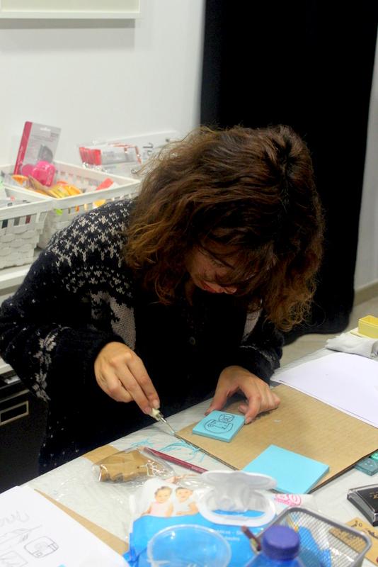 Xènia Crafts a Anuska Cardedeu Taller de carvat de segells-026