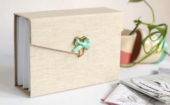 Este precioso archivador para guardar las tarjetas de Navidad que recibas este año es otro de los proyectos que podrás hacer con @martajuez y conmigo en @salon_creativa Barcelona. Para más información link en el perfil. #martaixenia #yosoycreativa #creativabarcelona2016 #xenicrafts